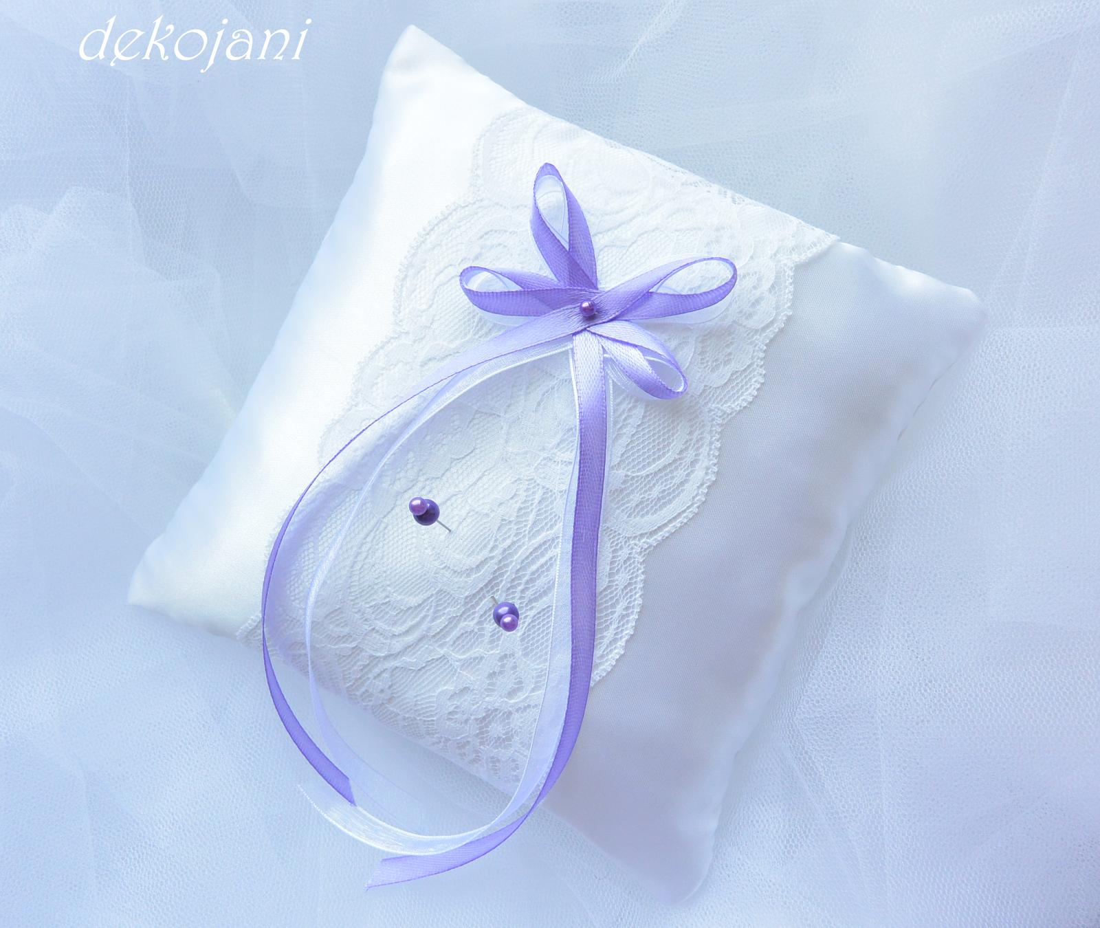 Plátěný lila polštářek pod prstýnky - Obrázek č. 2