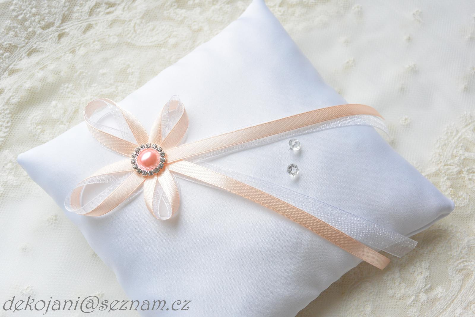 Svatební polštářek s meruňkovou broží - Obrázek č. 1