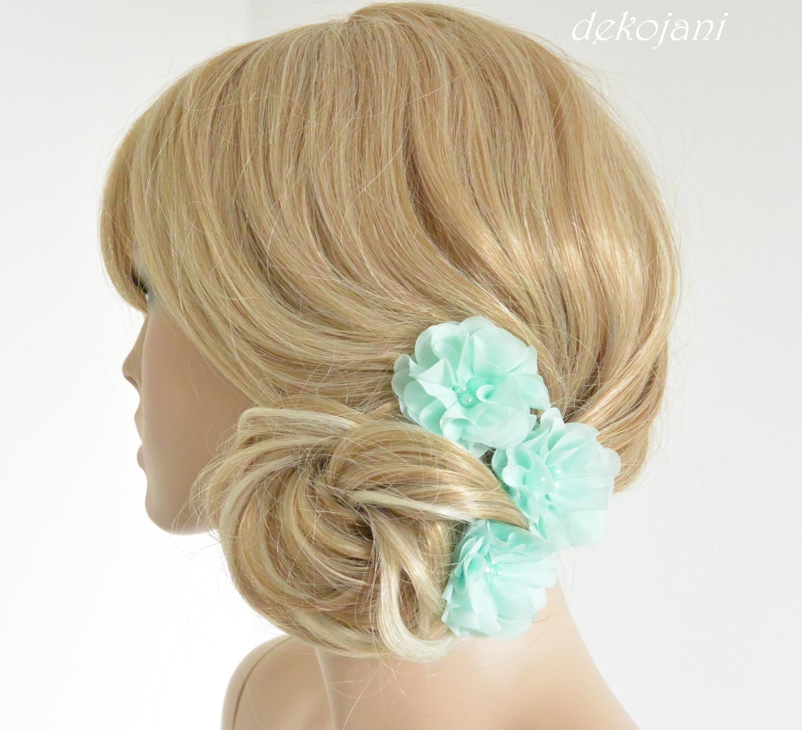 Svatební květina do vlasů na pinetě - Obrázek č. 1
