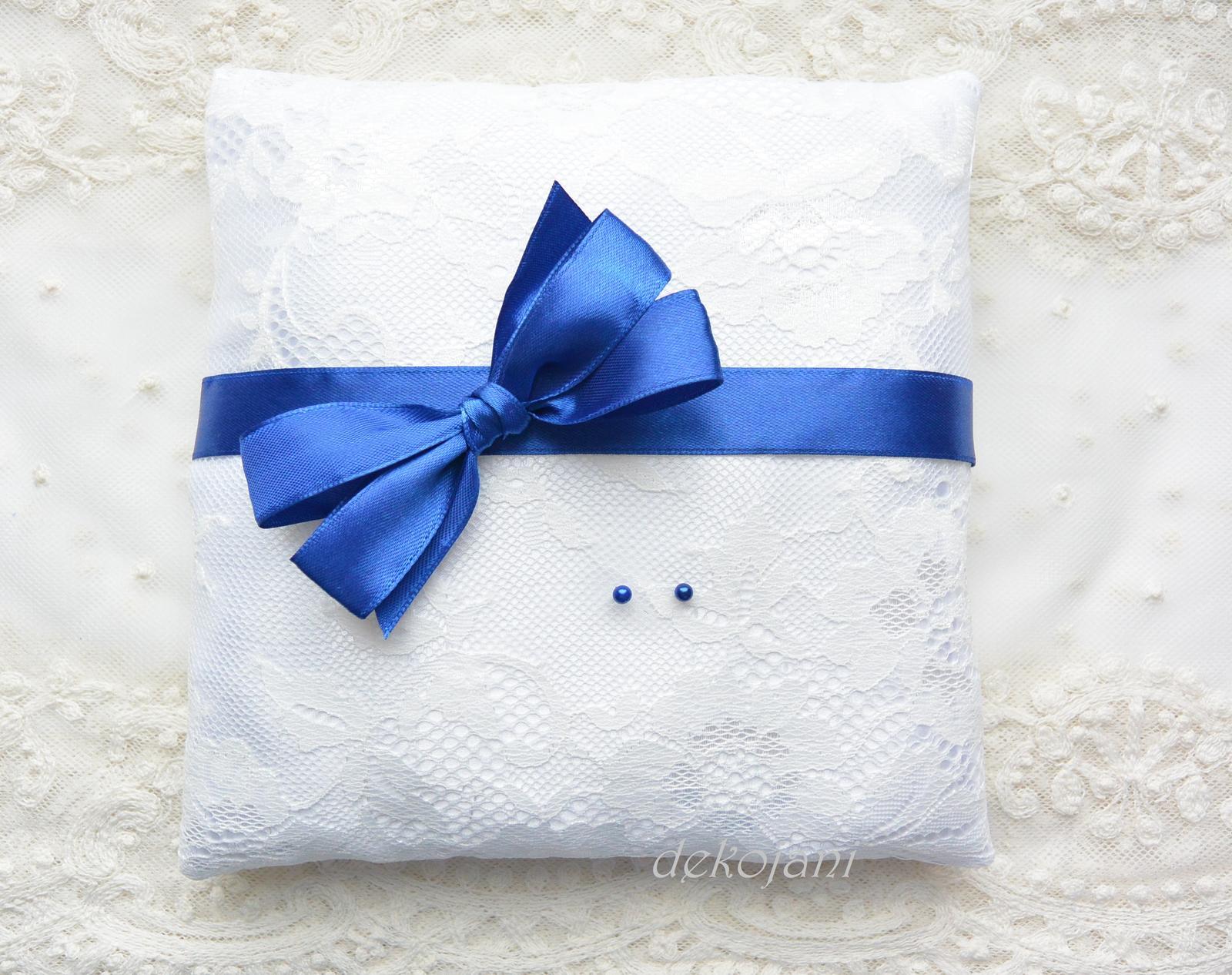 Modrý polštářek pod prstýnky - Obrázek č. 1
