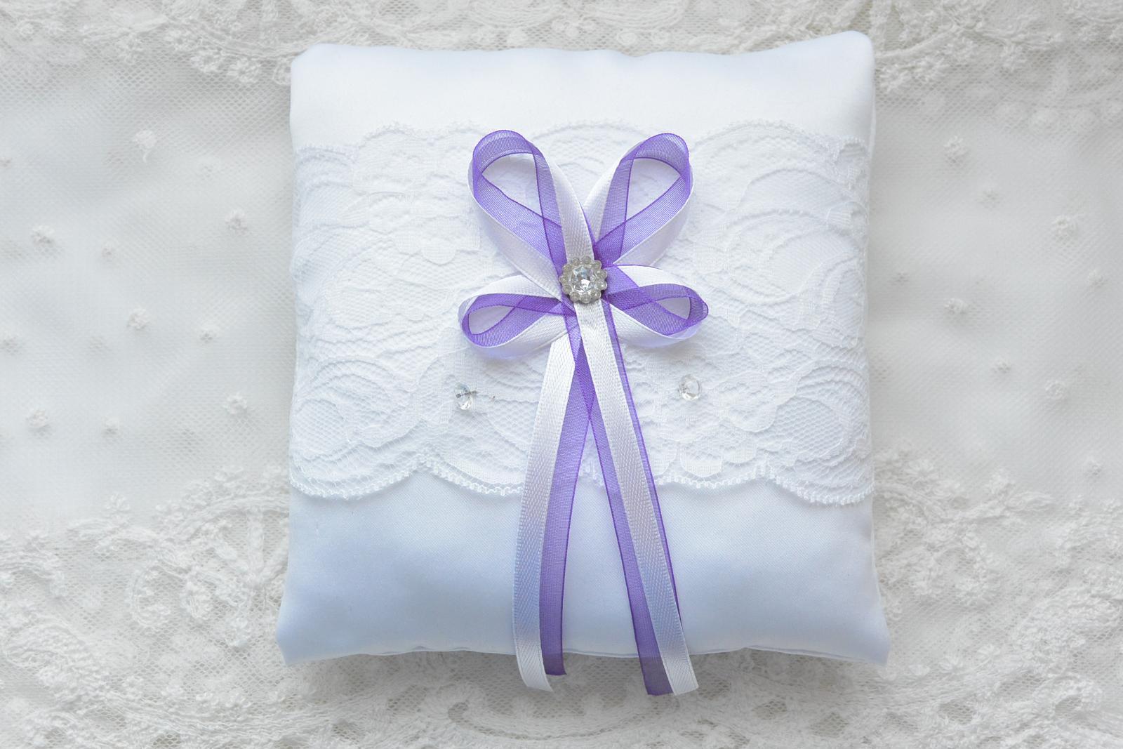 Fialový svatební polštářek pod prstýnky - Obrázek č. 1