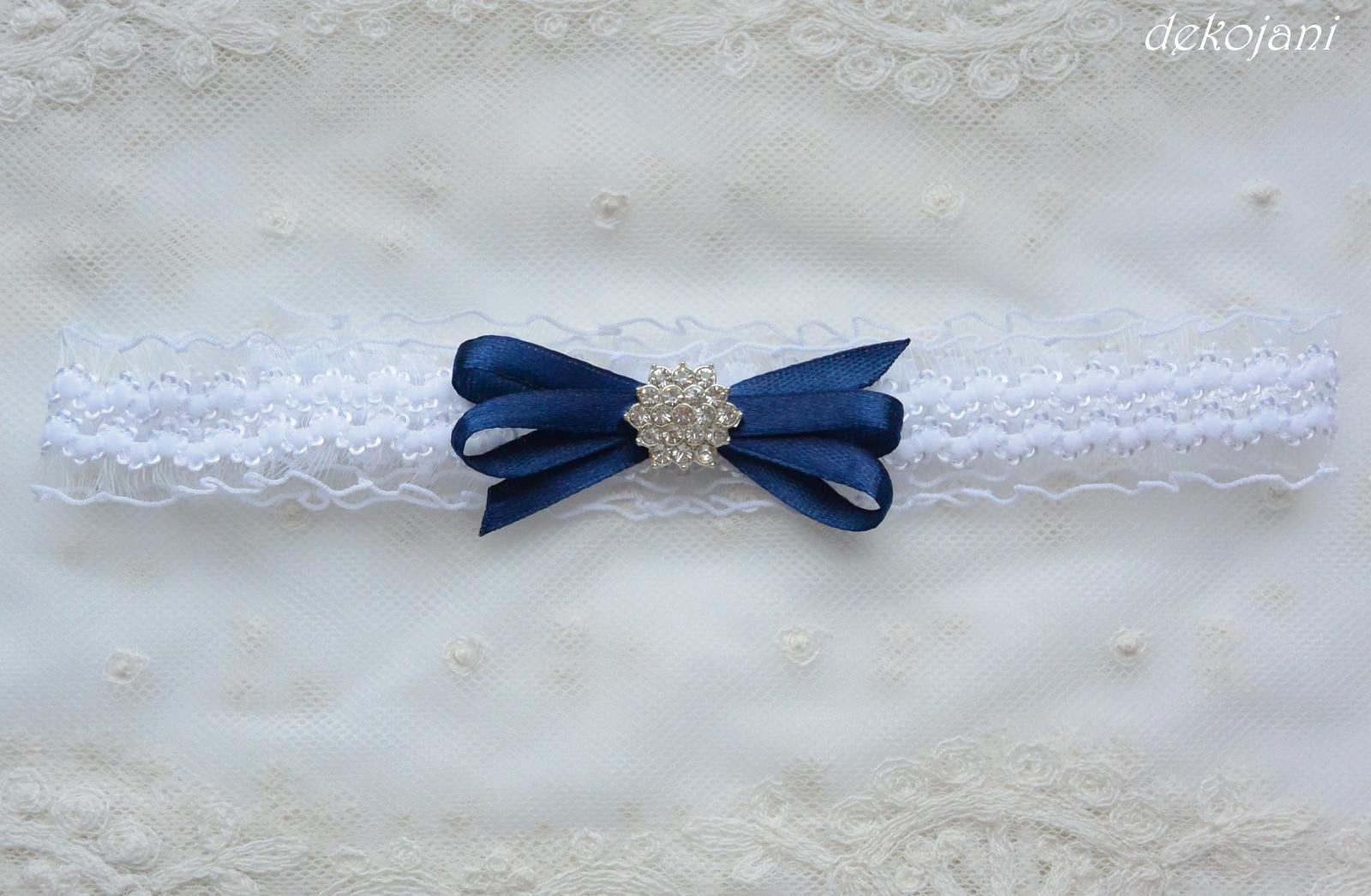 Krajkový podvazek s námořnicky modrou mašlí - Obrázek č. 3