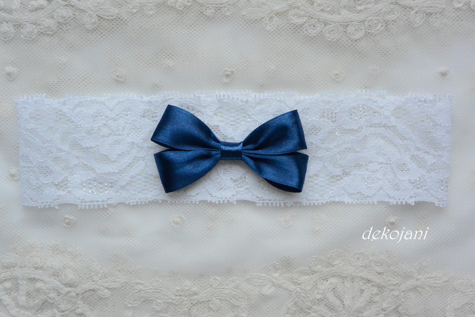 Krajkový podvazek s námořnicky modrou mašlí - Obrázek č. 1