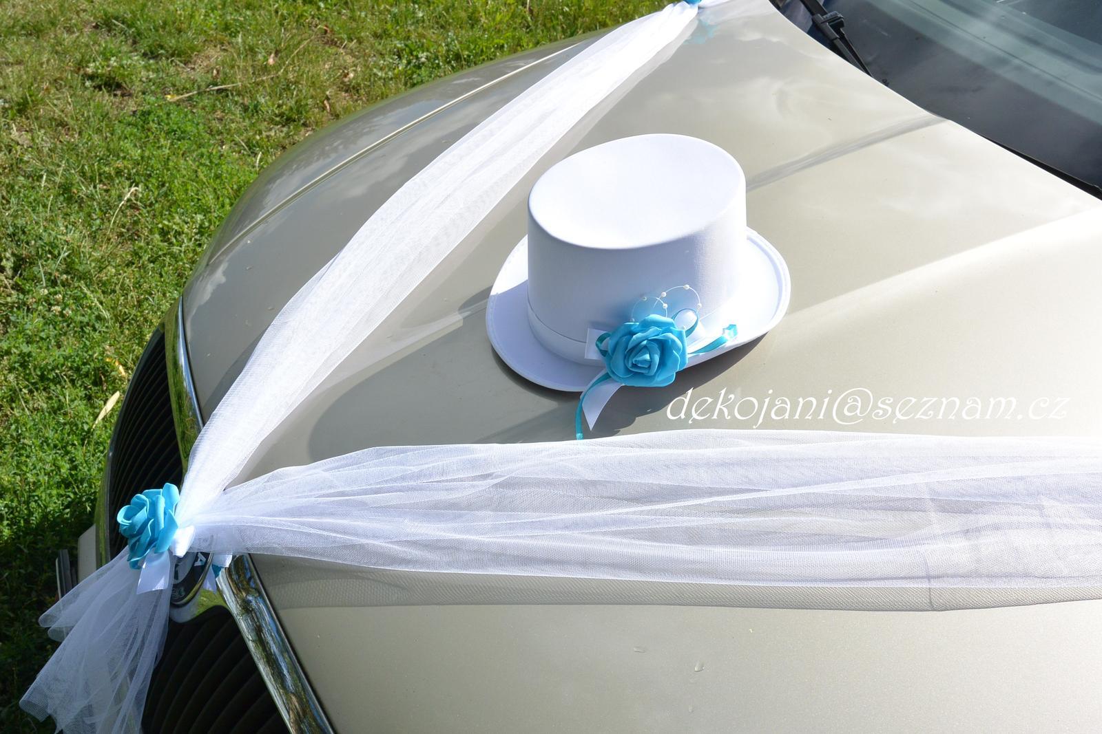 Svatební dekorace na auto ženicha - Obrázek č. 1