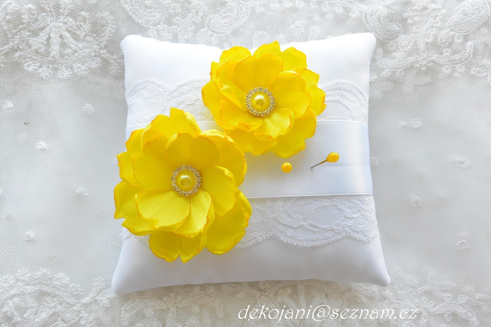 Žlutý svatební polštářekBílý saténový polštářek  - Obrázek č. 1
