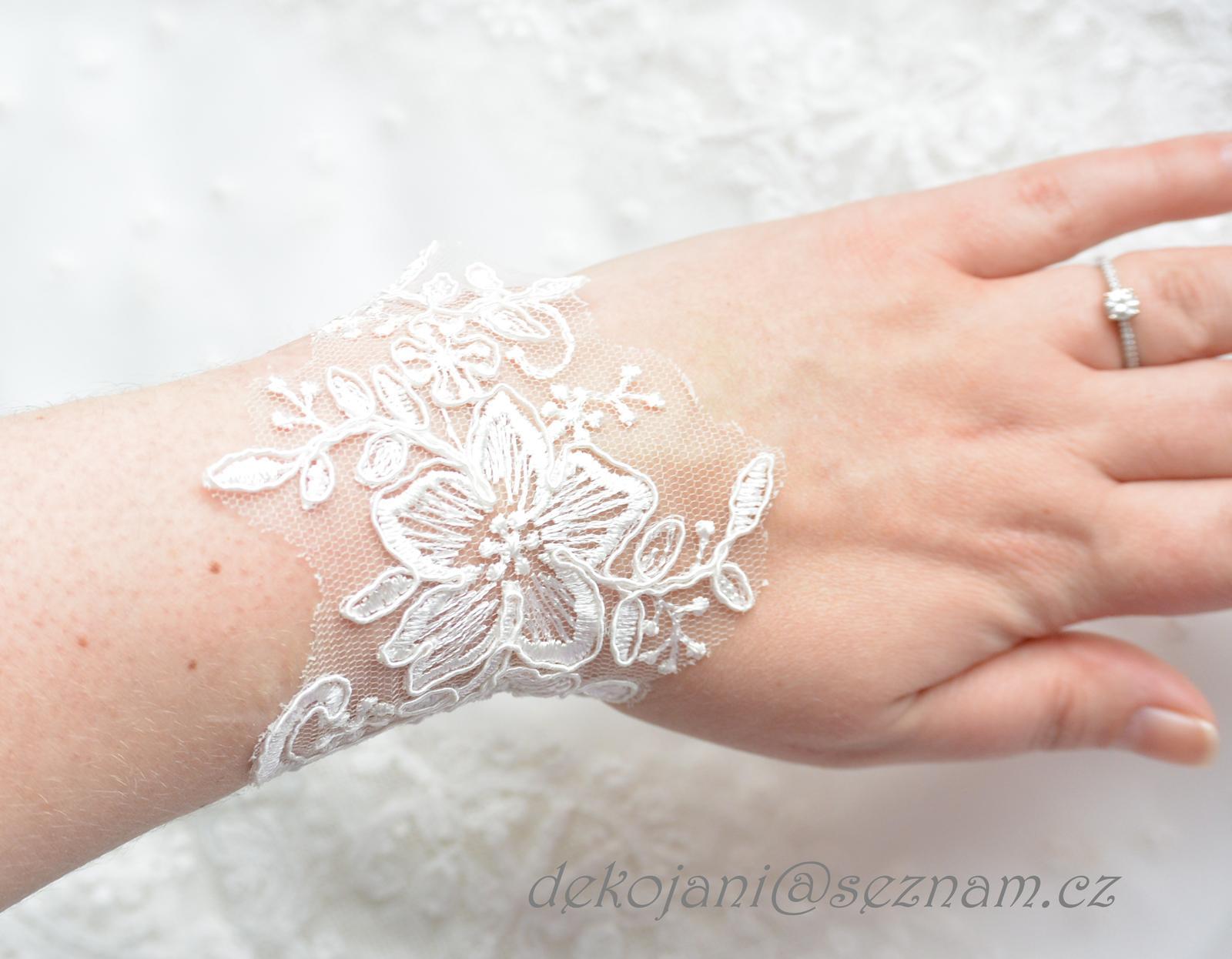 Krajkový náramek pro nevěstu - Obrázek č. 1