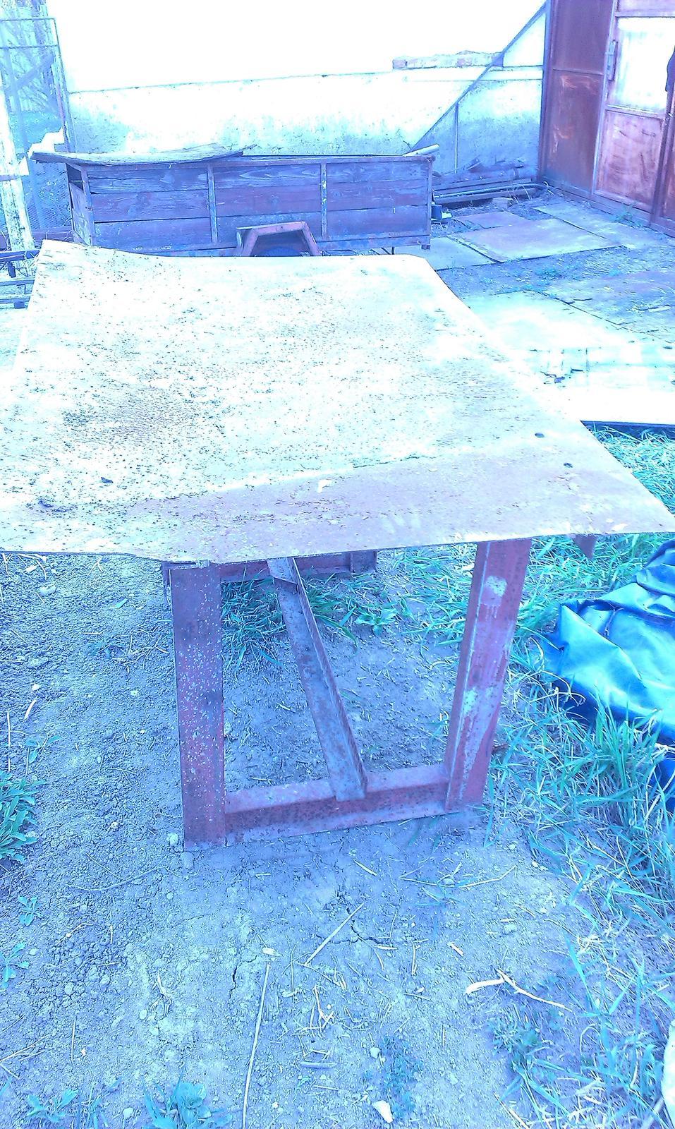 Pracovný stôl - Obrázok č. 1