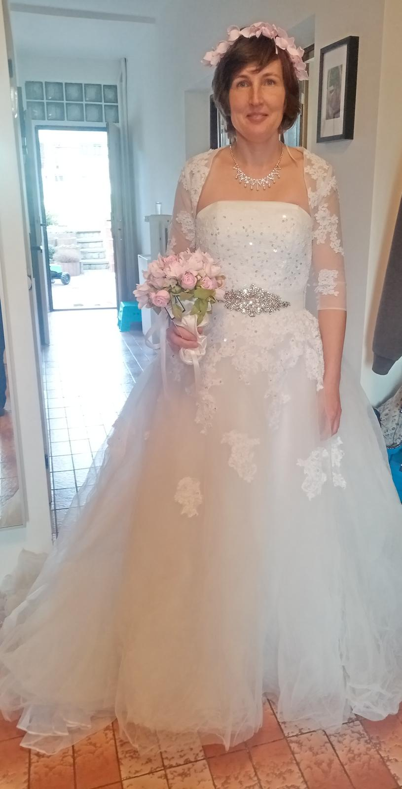 Princeznovske svatební šaty 38/40 - Obrázek č. 1