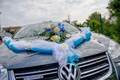 Tyrkysová výzdoba na auto nevěsty i ženicha,