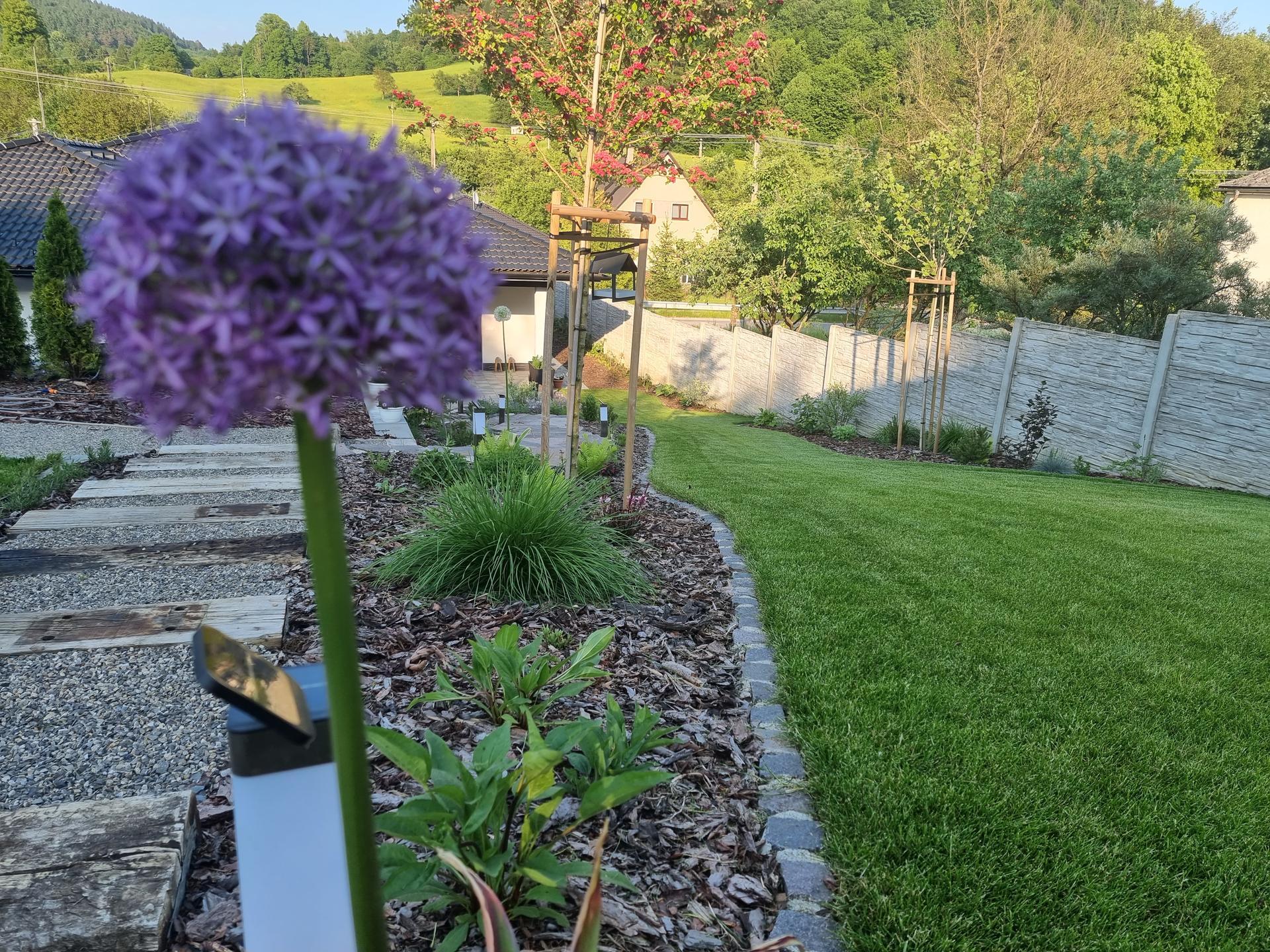 Rok v zahrade...