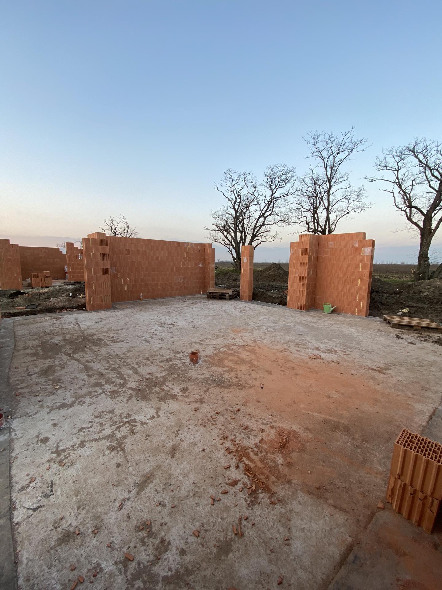 Z tohto raz bude domov ❤️ - Budúcich 86 m2 (4 menšie izby) v dvojdome.