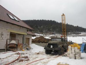 9. marec - zaciname vrtat studnu  - 54 metrov do hlbky  a mame to :)