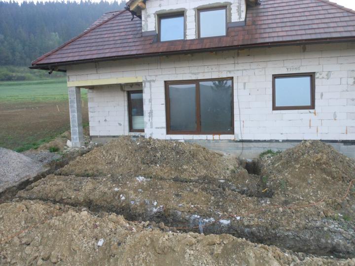 Na kopci.... - Zakopavanie vody a elektriky a vykop zakladov na terasu