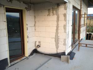Dvere na terasu z kuchyne a vedla posuvne dvere z obyvacky