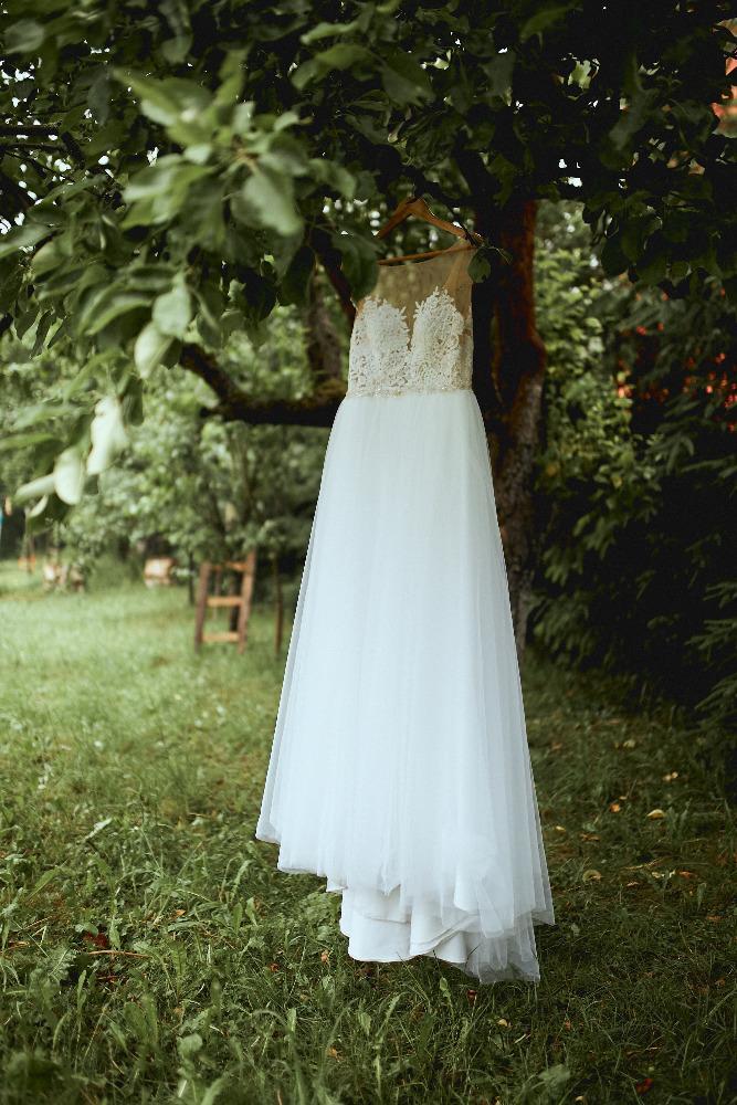Svatební šaty na knoflíčky - Obrázek č. 1