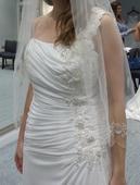 Svatební šaty na rameno s aplikou/nepoužité, 42