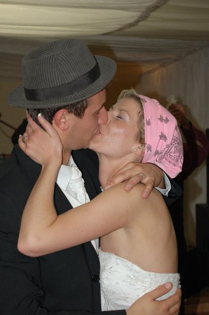 ivana{{_AND_}}jozef - tých sladkých manželských pusiniek bolo za celý večer toľko....
