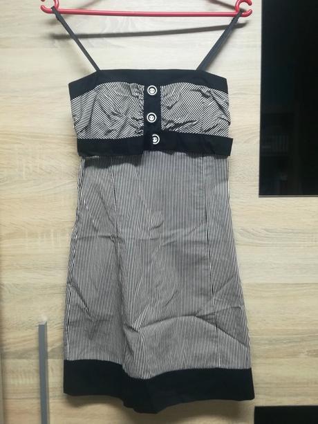 Proužkované krátké šaty s žabičkováním - Obrázek č. 1