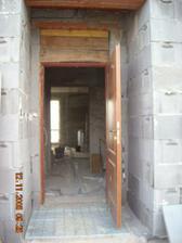 nech sa páči, poďte ďalej... budúci týždeň nám prídu osadiť nové dvere...