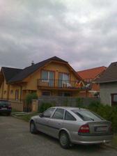 naša budúca fasáda, len strechu máme tm.hnedú aj okná