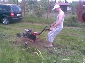 ťažká príprava pôdy na výkop základov