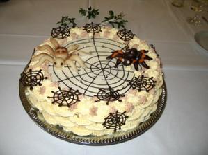 náš svatební dort-pavouci nosí nejenom peníze,ale i štěstí
