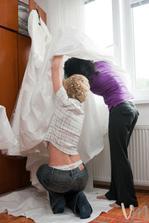 svadobny den..ide sa obliekat..