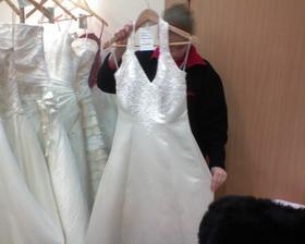 Tieto šatočky som videla na svadobnom veľtrhu a nevyskúšala som si ich. Dodnes neviem prečo. Niečo také totiž chcem