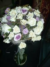 výzdoba bola smotanovofialová, samé ruže