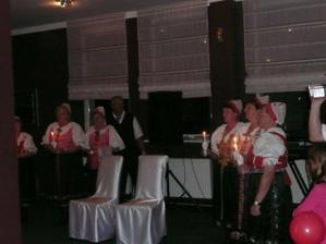 začepčenie nám spravili milí členovia folklórneho súboru