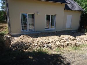 Budoucí terasa - vykopány základy