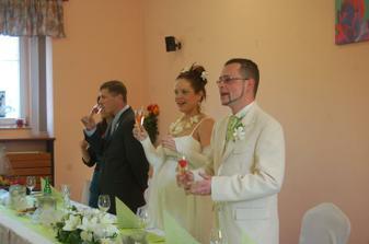 Přípitek a zahájení hostiny - foto aranžérka Dasha Kopecká