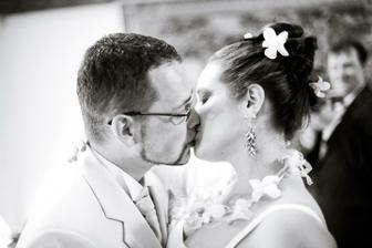 První manželský polibek - foto Martin Rabovský