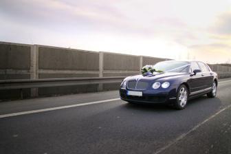 Auto s nevěstou cestou na obřad - foto Martin Rabovský