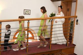 Nástup nevěsty s družičkami - foto Martin Rabovský
