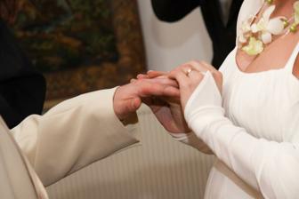 Nevěsta ženichovi - foto Martin Rabovský
