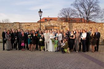Všichni svatebčané - foto Martin Rabovský