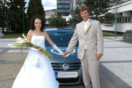 Brca{{_AND_}}S3ho - kvietky na aute sú objednané z internetu, značky mi dala najvacsia pomocna sila nasej svadby Petonela