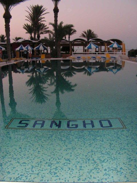 Brca{{_AND_}}S3ho - hotelový bazén skoro rano