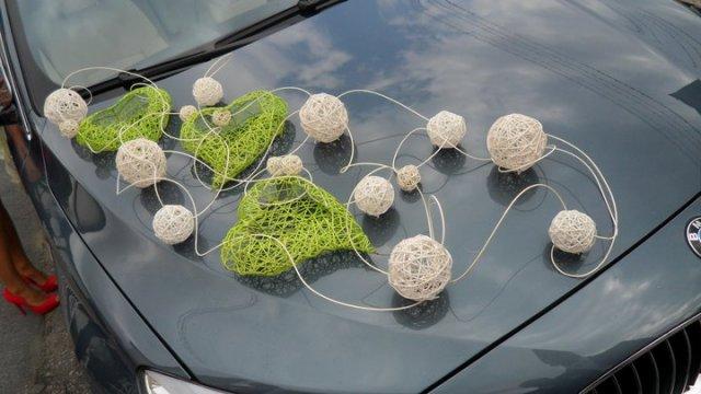 Predstavy a prípravy :) - Výzdoba auta bude jednoduchá - tie gule by mali byť cyklamenové.