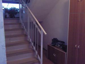 schody hore ku našim pôjdu zvaliť a zväčší sa nám priestor