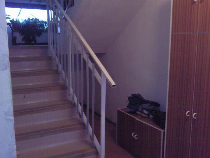 Pred.... a...... - schody hore ku našim pôjdu zvaliť a zväčší sa nám priestor