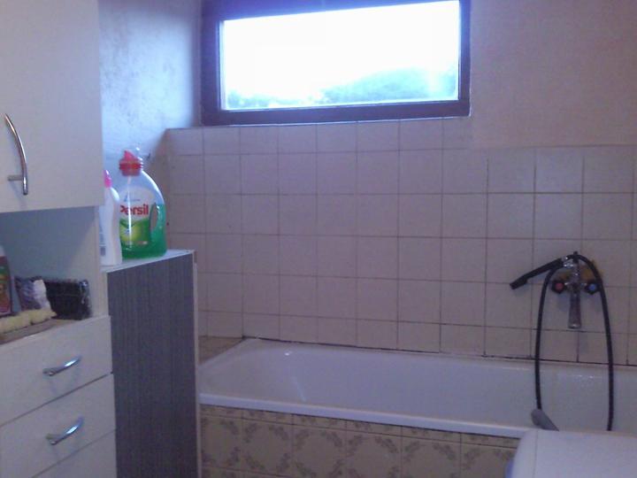 Pred.... a...... - kúpelňa tiež všetko von a nanovo :)
