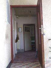 vchodove dvere predtym....