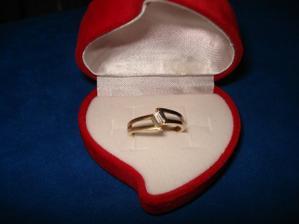 ...můj zásnubní prstýnek...