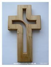 Náš krížik do kostola.Je naozaj perfektný a hlavne,je to ručná práca a bol lacný.