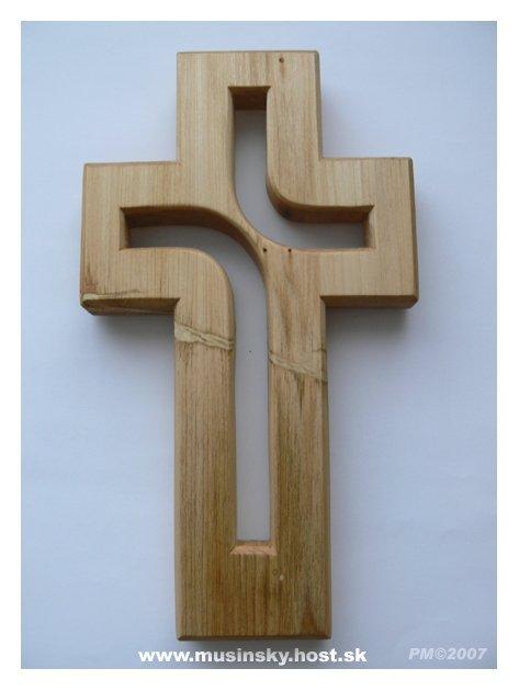 Predsvadobná príprava - Náš krížik do kostola.Je naozaj perfektný a hlavne,je to ručná práca a bol lacný.