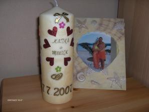 Naša svadobná sviečka, moja vlastná výroba. Tá fotka vzadu je spomienka na Chorvátsko.
