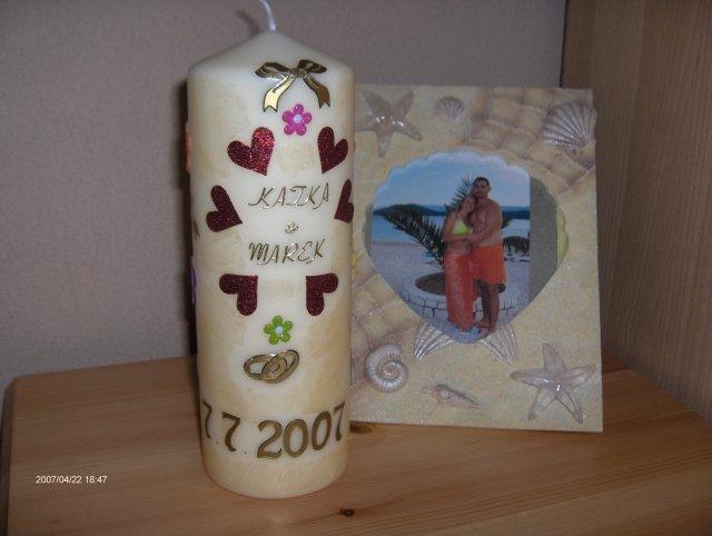 Predsvadobná príprava - Naša svadobná sviečka, moja vlastná výroba. Tá fotka vzadu je spomienka na Chorvátsko.