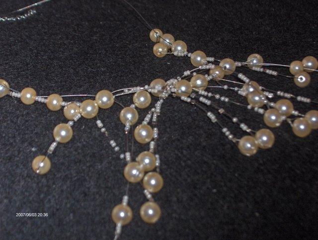 Predsvadobná príprava - Detjl na strapatý náhrdelník. Dá sa ešte upravovať a všelijako štelovať.